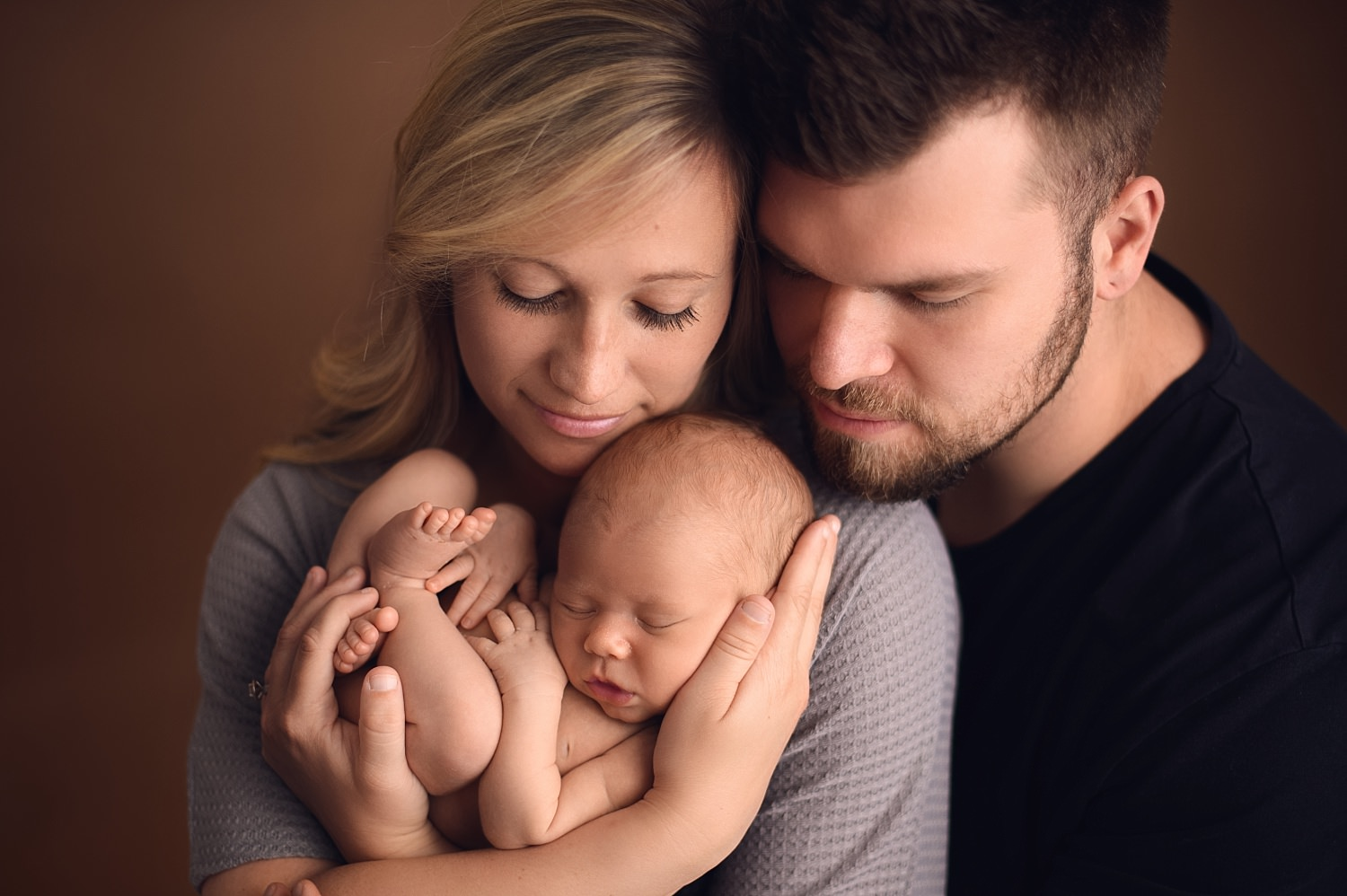 What Should We Wear To Our Newborn Session | Eli